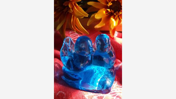home-treasures.com - Glass Bluebirds on Heart-shaped Base - A Lovely Gift!