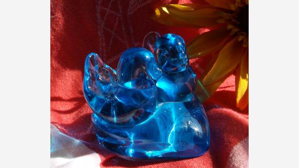 home-treasures.com - Glass Bluebirds Figurine - A Fine Gift Choice!