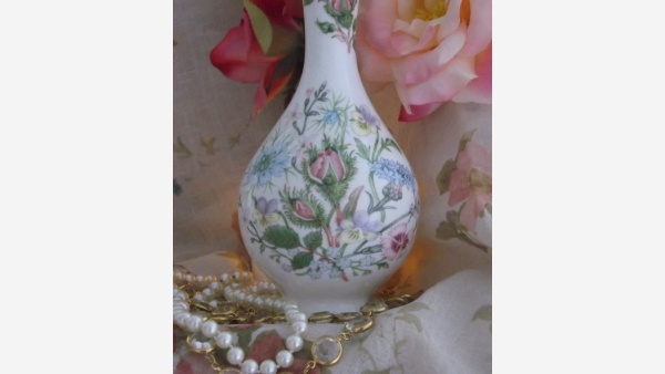 "home-treasures.com - Aynsley ""Wild Tudor"" Bone-China Vase"