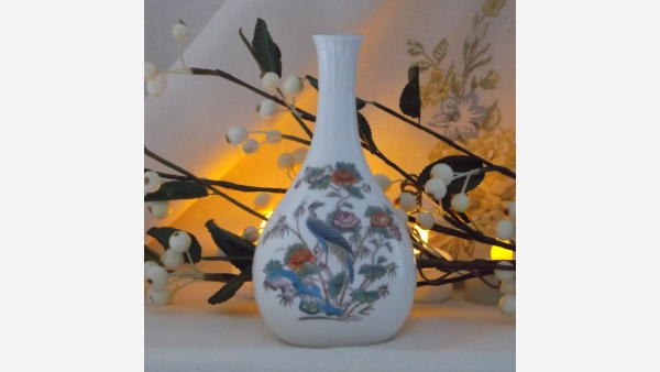 Wedgwood Fine-Bone-China Decorative Vase - Exotic Bird