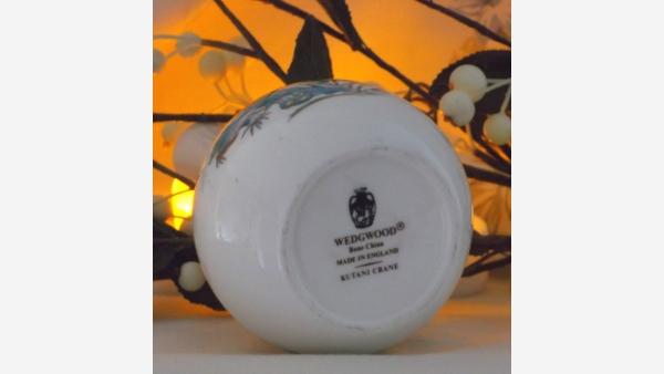 Wedgwood Fine-Bone-China Decorative Vase - Exotic Bird
