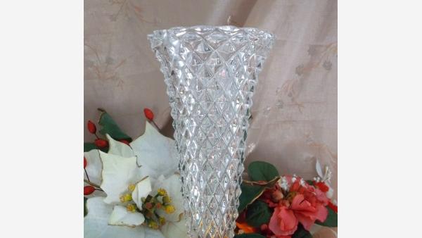 home-treasures.com - Diamond-Cut Crystal Vase - Free Shipping!