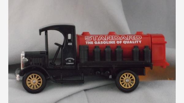 Replica Standard-Oil Truck and Wagon in Original Packaging