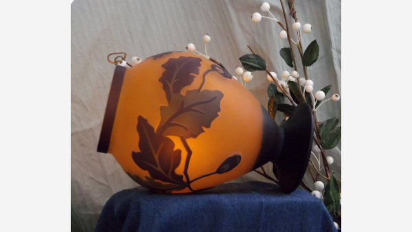 Satin-Glass Oak Leaf Vase - Cameo-Style Molding