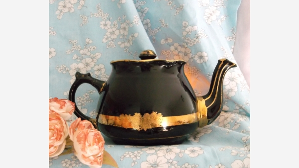 home-treasures.com - Arthur Wood Collectible Teapot - Opposite Side