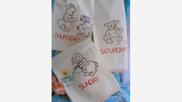 home-treasures.com - Set of Three Cottage Kitchen Towels - Free Shipping!