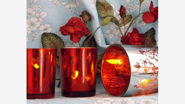 home-treasures.com - Set of 3 Votives - Ruby and Silver Reflective