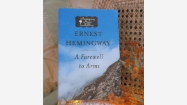 Book - A Farewell to Arms - Hemingway - Quality Paperback