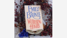 Gift Book: Wuthering Heights - Emily Bronte