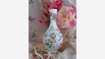 "Lovely English Vase - Aynsley's ""Wild Tudor"" Design - Free Shipping!"
