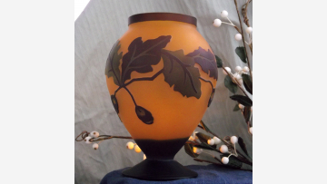 Cameo Oak-Leaf Vase - Satin-Glass and Richly Colored - Free Shipping!