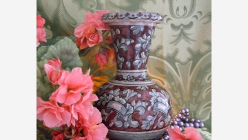 Regal Italian Vase --- Lovely Scrolled Design --- Free Shipping!